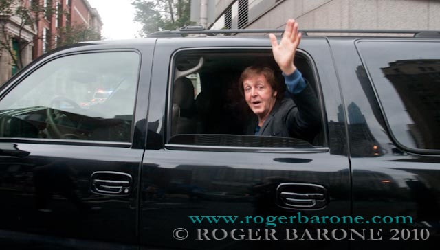 paul mccartney hotel waving